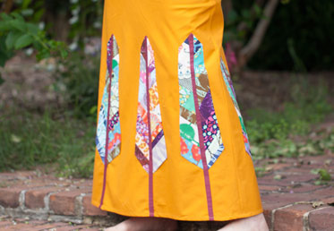 In this skirt tutorial with Anna Maria you will finish with a stunner of a bias cut maxi skirt that will take you into fall and beyond – and a bundle of techniques. Anna Maria shows you how to draft and sew a maxi skirt.