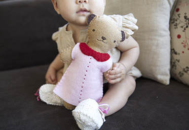 Kata Golda teaches you to make this cuddly bear using wool felt and a few easy stitches,  and tips for freehand stitching faces and letters.