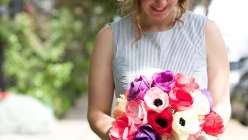 As a popular wedding flower, an Anemone bouquet is an economical idea for weddings, bridal bouquet or bridesmaid flowers.