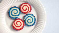 bring homemade Wilton cookies to your 4th of july barbecue